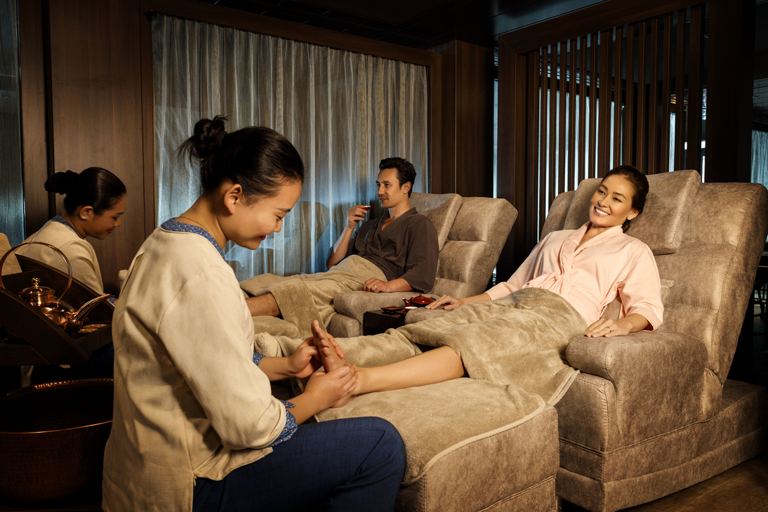 crystal life spa-resorts world